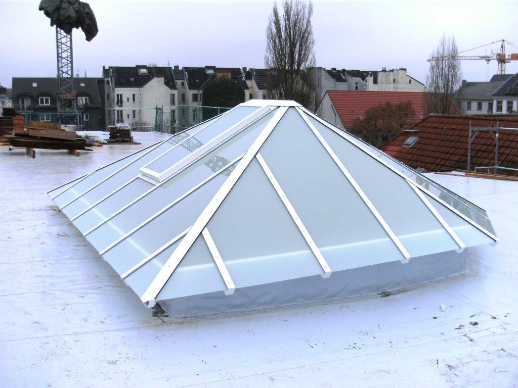 Dachkuppel mit Sicherheitsverglasung und Dachfenster